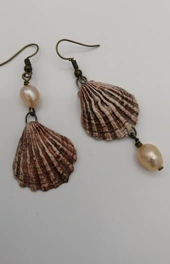 Asymmetric shell earrings