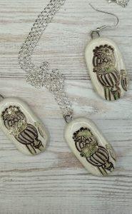 Poppy seed head handmade ceramic natural jewellery set